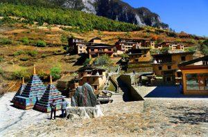 Promo Paket Tour Wisata Liburan Asia China Tibet Shangri La 2020 Murah - AmwindoTourCom - Bala Village Shangri La