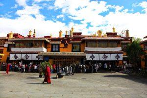 Promo Paket Tour Wisata Liburan Asia China Tibet Shangri La 2020 Murah - AmwindoTourCom - Grashi Monastery
